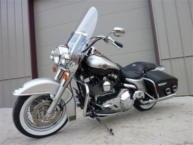 2003 Silver Other FLHRCI Road King 100th Anniversary Edition with an V2 engine, 5 Spd Manual transmission, located at 2510 47th St. Suite 200, Boulder, CO, 80301, (303) 641-0333, 40.026196, -105.243217 - Photo #0