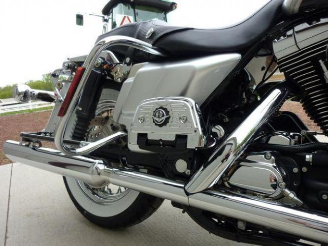 2003 Silver Other FLHRCI Road King 100th Anniversary Edition with an V2 engine, 5 Spd Manual transmission, located at 2510 47th St. Suite 200, Boulder, CO, 80301, (303) 641-0333, 40.026196, -105.243217 - Photo #20