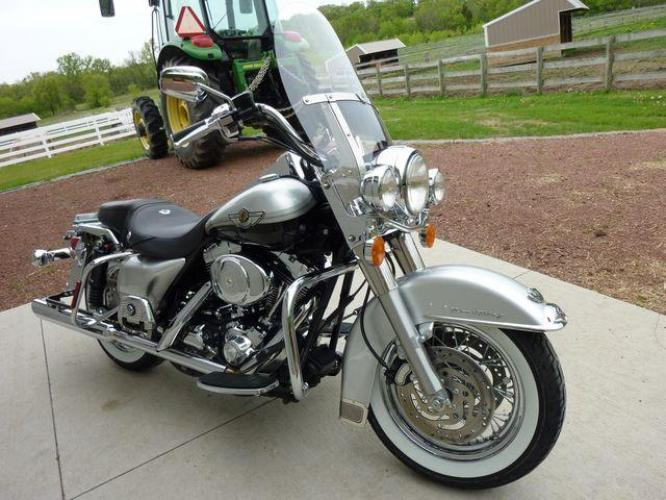 2003 Silver Other FLHRCI Road King 100th Anniversary Edition with an V2 engine, 5 Spd Manual transmission, located at 2510 47th St. Suite 200, Boulder, CO, 80301, (303) 641-0333, 40.026196, -105.243217 - Photo #28