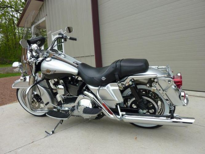 2003 Silver Other FLHRCI Road King 100th Anniversary Edition with an V2 engine, 5 Spd Manual transmission, located at 2510 47th St. Suite 200, Boulder, CO, 80301, (303) 641-0333, 40.026196, -105.243217 - Photo #43