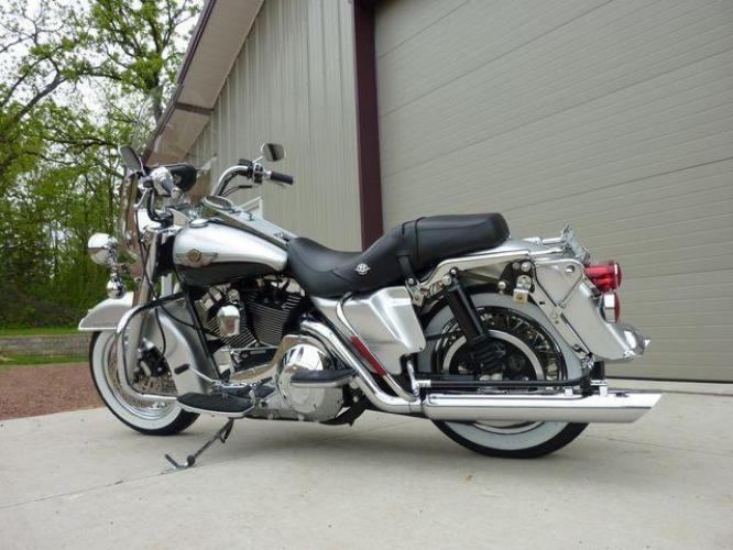 2003 Silver Other FLHRCI Road King 100th Anniversary Edition with an V2 engine, 5 Spd Manual transmission, located at 2510 47th St. Suite 200, Boulder, CO, 80301, (303) 641-0333, 40.026196, -105.243217 - Photo #44