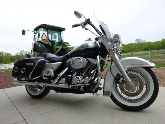 2003 Silver Other FLHRCI Road King 100th Anniversary Edition with an V2 engine, 5 Spd Manual transmission, located at 2510 47th St. Suite 200, Boulder, CO, 80301, (303) 641-0333, 40.026196, -105.243217 - Photo #45