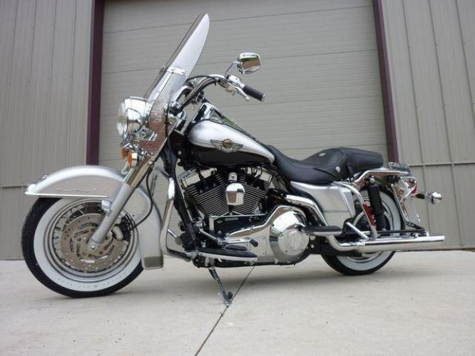 2003 Silver Other FLHRCI Road King 100th Anniversary Edition with an V2 engine, 5 Spd Manual transmission, located at 2510 47th St. Suite 200, Boulder, CO, 80301, (303) 641-0333, 40.026196, -105.243217 - Photo #4