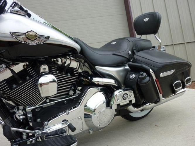 2003 Silver Other FLHRCI Road King 100th Anniversary Edition with an V2 engine, 5 Spd Manual transmission, located at 2510 47th St. Suite 200, Boulder, CO, 80301, (303) 641-0333, 40.026196, -105.243217 - Photo #52