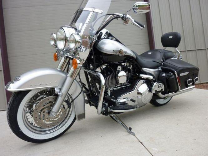 2003 Silver Other FLHRCI Road King 100th Anniversary Edition with an V2 engine, 5 Spd Manual transmission, located at 2510 47th St. Suite 200, Boulder, CO, 80301, (303) 641-0333, 40.026196, -105.243217 - Photo #54