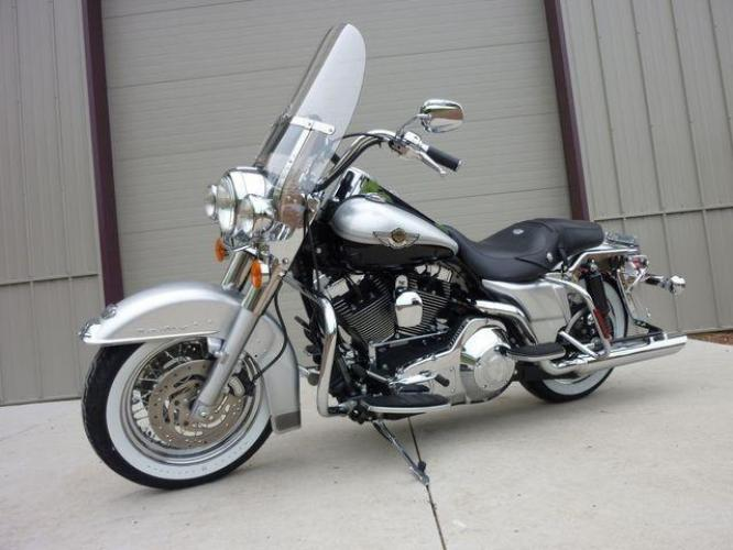 2003 Silver Other FLHRCI Road King 100th Anniversary Edition with an V2 engine, 5 Spd Manual transmission, located at 2510 47th St. Suite 200, Boulder, CO, 80301, (303) 641-0333, 40.026196, -105.243217 - Photo #5