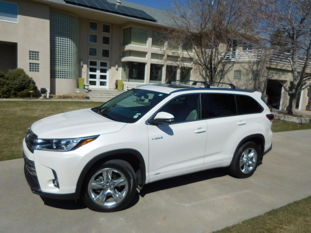 2018 White /Tan Toyota Highlander Hybrid Limited Platinum AWD (5TDDGRFH3JS) with an 3.3L V6 DOHC 24V HYBRID engine, CVT transmission, located at 2510 47th St. Suite 200, Boulder, CO, 80301, (303) 641-0333, 40.026196, -105.243217 - Photo #0